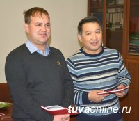 В коллективах Кызыла сегодня чествуют отцов