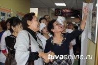 Медколледж Тувы принимает поздравления с 70-летним юбилеем