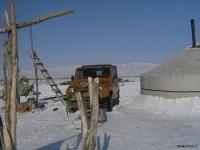 В Туве дороги к чабанским стоянкам из-за обильных снегопадов пришлось расчищать спецтехникой