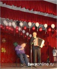 В Кызыле простились с одним из главных гармонистов Тувы Михаилом Зыряновым