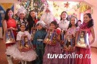 Лариса Шойгу организовала новогодний утренник для детей Бай-Хаака
