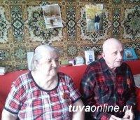 Хурал представителей и Мэрия Кызыла поздравили ветеранов и юных кызылчан с Новым годом
