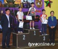 Более 200 спортсменов приняло участие в новогоднем турнир по ушу в Кызыле
