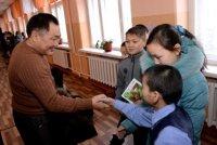 Глава Тувы призвал педагогов школы-интерната воспитывать сирот на позитивных примерах, а не изводить негативом