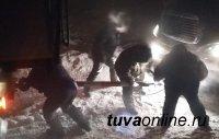 В суровые 50-градусные морозы в Туве участились случаи поломок автомобилей