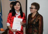 Министр образования и науки Тувы Татьяна Санчаа вручила ведомственные награды педагогам