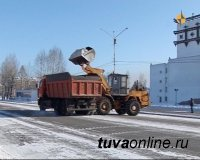 В Кызыле после обильного снегопада идет активная уборка дорог
