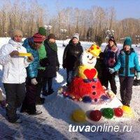 8 команд приняли участие в конкурсе снежных скульптур «Парад снеговиков»