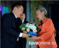 Шолбан Кара-оол поздравил женщин Тувы с праздником