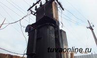 Пожар на трансформаторе оставил жителей Левобережных дач Кызыла без электричества