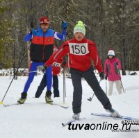 Лыжные марафонцы в тающем снегу станции «Тайга» преодолевали 50 км