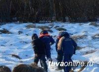 В Кызыле спасатели обследовали берег  Енисея в поисках пропавшей накануне 18-летней девушки