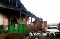 При пожаре в жилом доме в селе Балгазын Тандинского района взорвался газовый баллон. Пострадавших нет.
