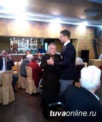 В Туве Олимпийский чемпион Дмитрий Труненков пригласил на танец труженицу тыла Дину Королеву