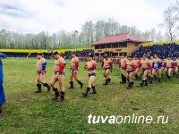 В Туве победителем турнира по борьбе хуреш, посвященного Дню Победы, стал Эрес Кара-сал