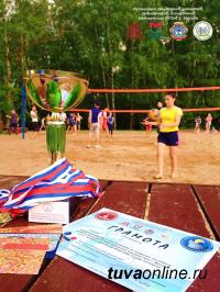 Студенты Московского строительного университета - победители Первого турнира по пляжному волейболу среди московских команд студентов из Тувы