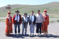 В Туву приехал известный якутский художник-ювелир и скульптор Александр Манжурьев
