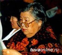 Премьер Шолбан Кара-оол поздравил с днем рождения известного литературного критика Марию Андреевну Хадаханэ