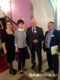 Народный врач Тувы Наталья Беспалова принимает поздравления с юбилеем