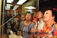 """В Кызыле открылась ювелирная выставка """"Ураанхай Уус"""" якутского и тувинского мастеров"""