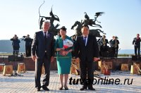 Торжественная церемония вручения госнаград в День России прошла на Набережной Енисея в центре Азии