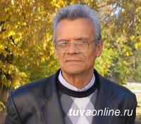 Корифей баянного искусства в Туве Александр Оськин принимает поздравления с 75-летним юбилеем