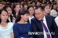Школы Тувы в этом году выпустили 75 золотых медалистов