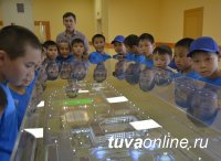 Для будущих кадет проведена экскурсия в Кызылское Президентское училище