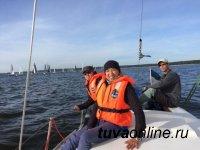 Молодой тенор Тувы Саян Дембирел поучаствовал в парусных гонках в Эстонии