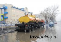 В Кызыле после дождей откачивают лужи