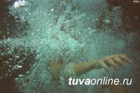 Спасатели Агентства по делам ГО и ЧС спасли на озере Торе-Холь тонущую девушку