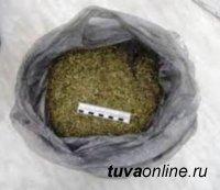 Инспекторы ДПС Кызылского района пресекли перевозку наркотического вещества в крупном размере