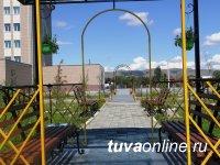 «Город-сад» в восточной части Кызыла у бассейна ТувГУ начался с 360 саженцев, мостика и красивых арок