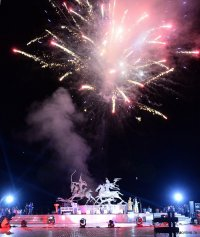 Праздничный фейерверк в День республики - в 22 часа