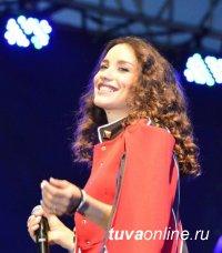 """Абоненты """"Мегафона"""" в Туве во время концерта Виктории Дайнеко на площади Арата говорили в 58 раз больше обычного"""