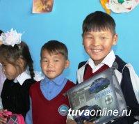 Сотрудники полиции Тувы помогли собраться в школу 130 детям