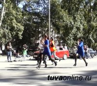 В Кызыле впервые прошел забег девушек на каблуках