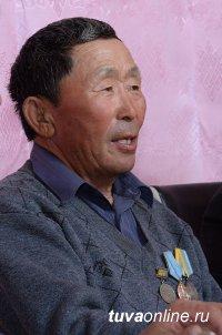 Шолбан Кара-оол призвал взять шефство над молодыми животноводами Тес-Хемского района