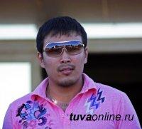 Чемпион по ММА Аржаан Кыргыс пробует себя в борьбе хуреш