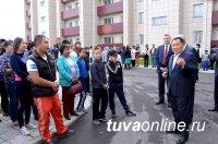 В Туве 120 семей получили ключи от квартир в новом сейсмоустойчивом доме - Первый канал