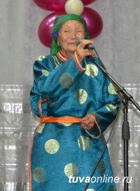 В Центре традиционной тувинской культуры чествовали активисток Союза женщин Тувы, живущих в селах