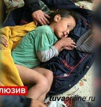 Тувинские ламы посоветовали маме не стричь мальчика, выжившего в тайге