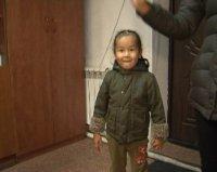 Глава Тувы вручил курортную путевку спасенному  в тайге трехлетнему мальчику Церину и его молодой матери