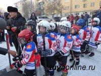 Капитан детской команды «Субедей» Максим Белостоков открыл новую дворовую хоккейную площадку