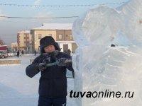 Ваяние скульптур изо льда у Новогодней елки Кызыла – можно увидеть в эфире кабельного ТВ «Риванета»