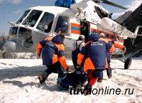 В Туве спасатели помогли врачам транспортировать из тайги тяжелобольного пожилого мужчину