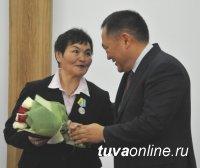 Глава Тувы вручил государственные награды видным деятелям республики