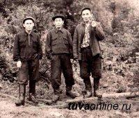 Тува: Исполнилось 100 лет со дня рождения легендарного резчика по камню Хертека Тойбухаа