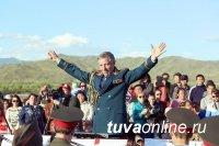 Руки дирижера Валерия Халилова благословили искусство Тувы