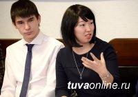 В День Печати Глава Тувы сверил приоритеты на 2017 год с молодыми журналистами
